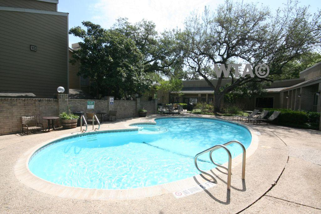 $1075 Two bedroom Townhouse for rent