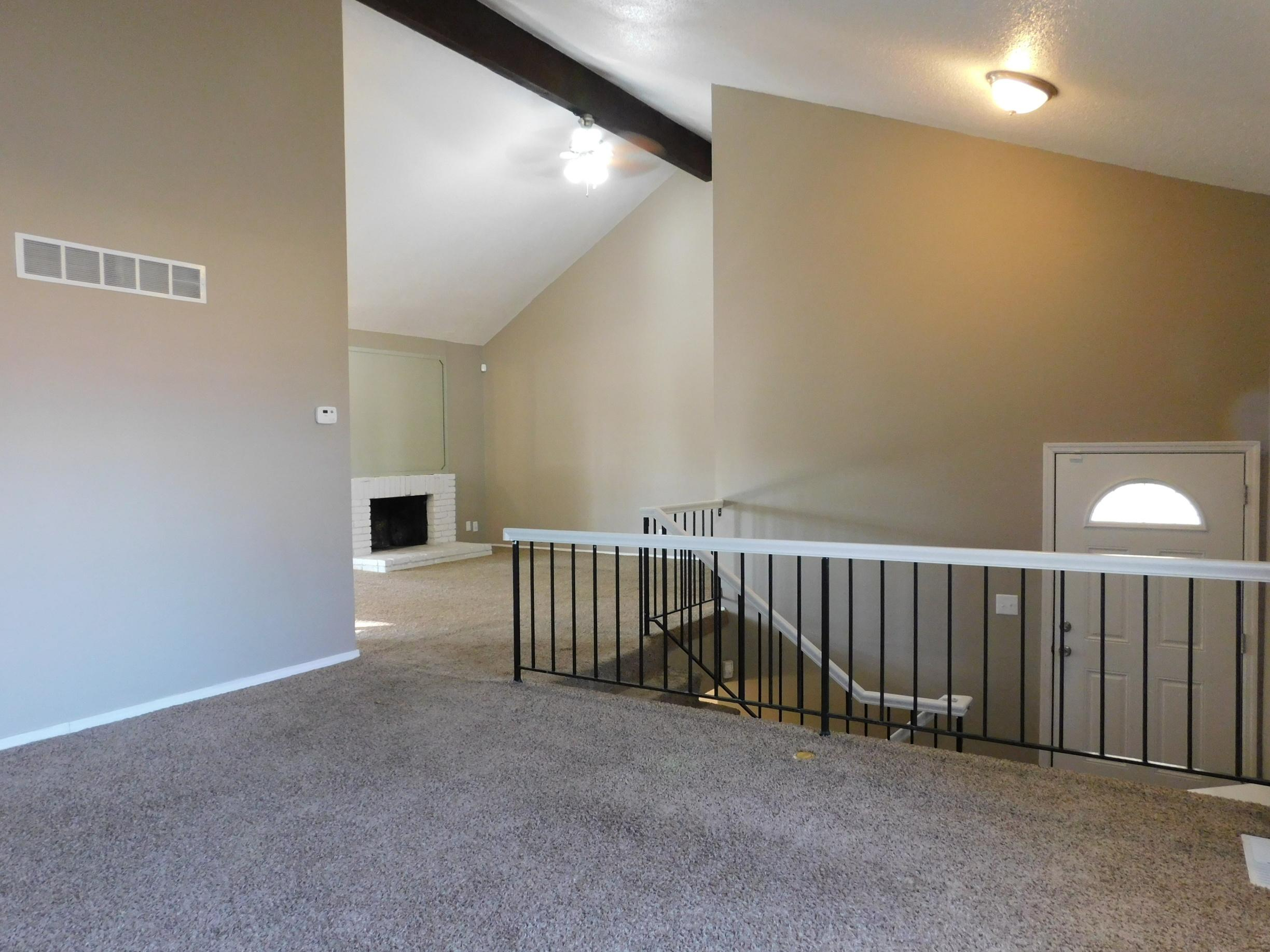 $1090 Three bedroom Apartment for rent