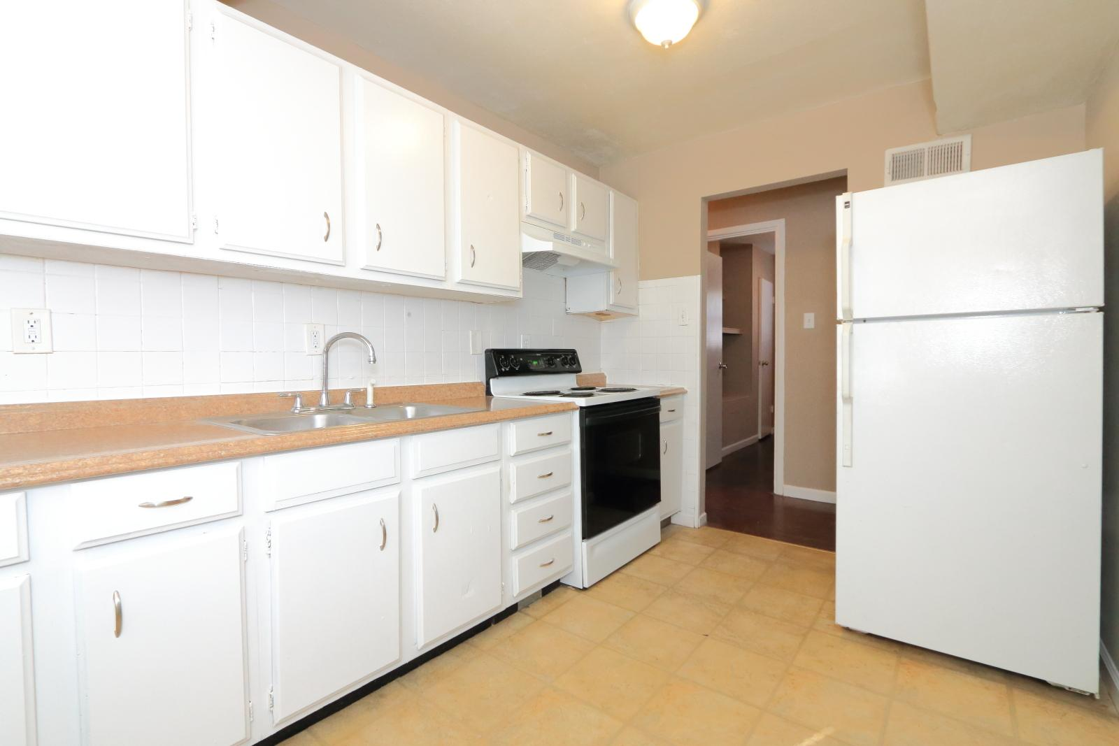 $895 Three bedroom Apartment for rent