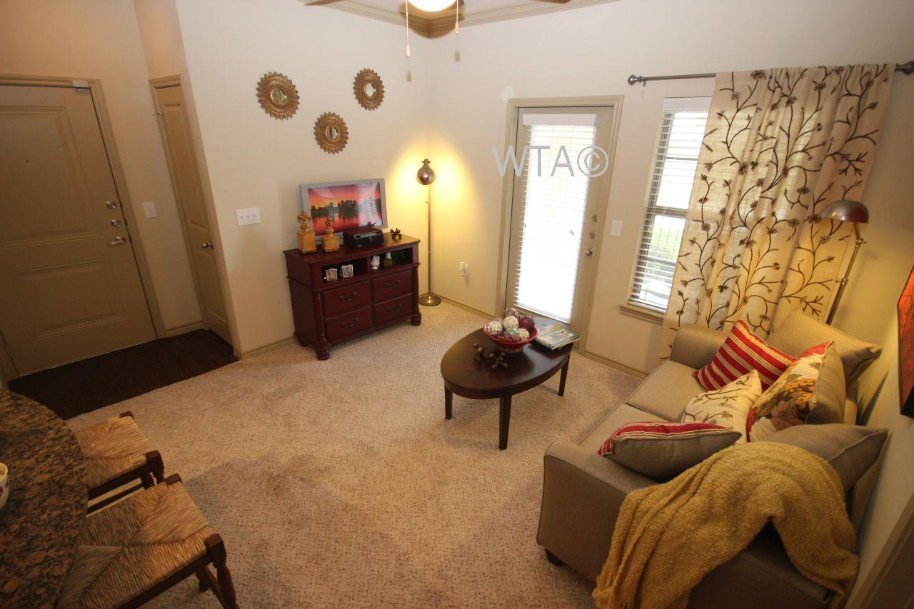 $1833 Three bedroom Apartment for rent