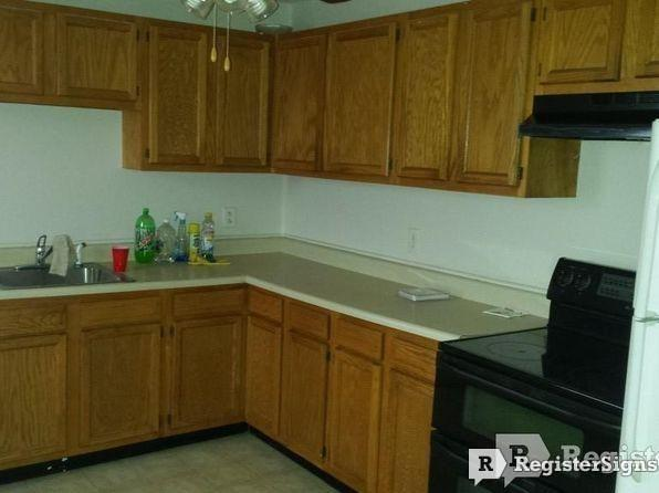 $1100 Three bedroom Townhouse for rent