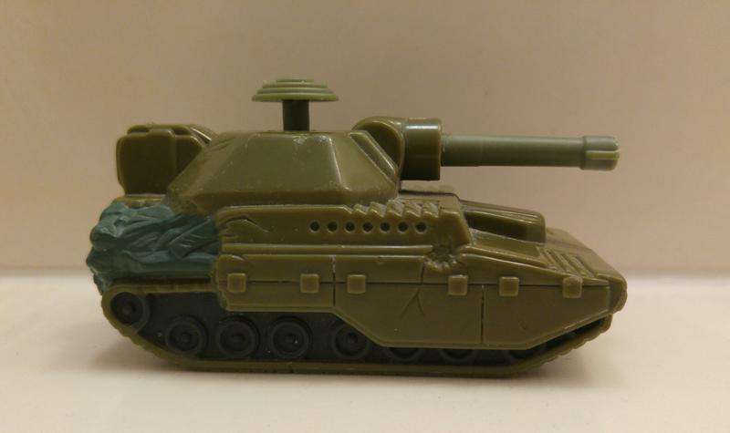 VINTAGE 1998 ARMY TANK WATER SQUIRTER