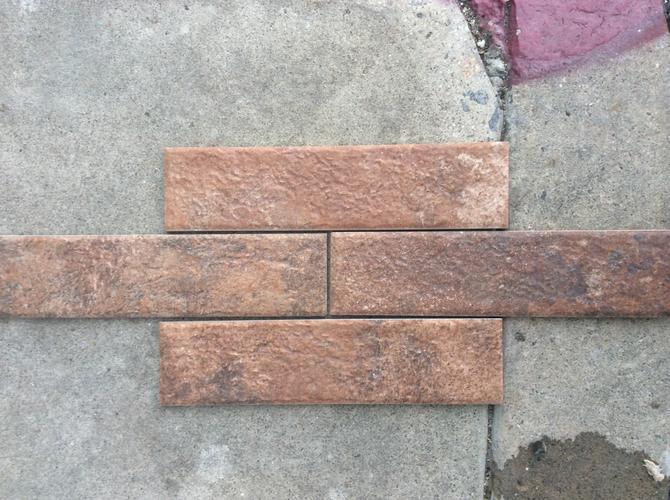 Porcelain tile looking like brick