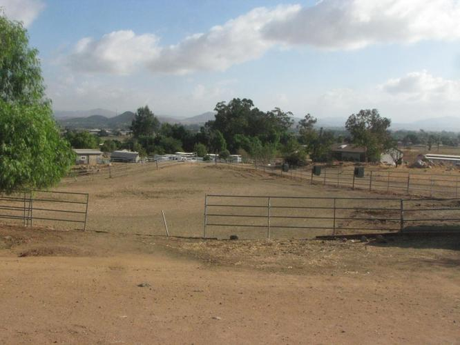 Horse property; 1500 SF Triple Wide Modular home on 10 acre ranch