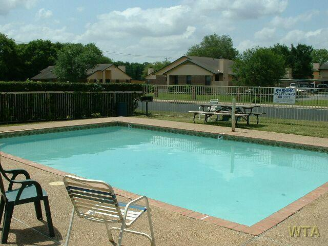 $850 One bedroom Townhouse for rent