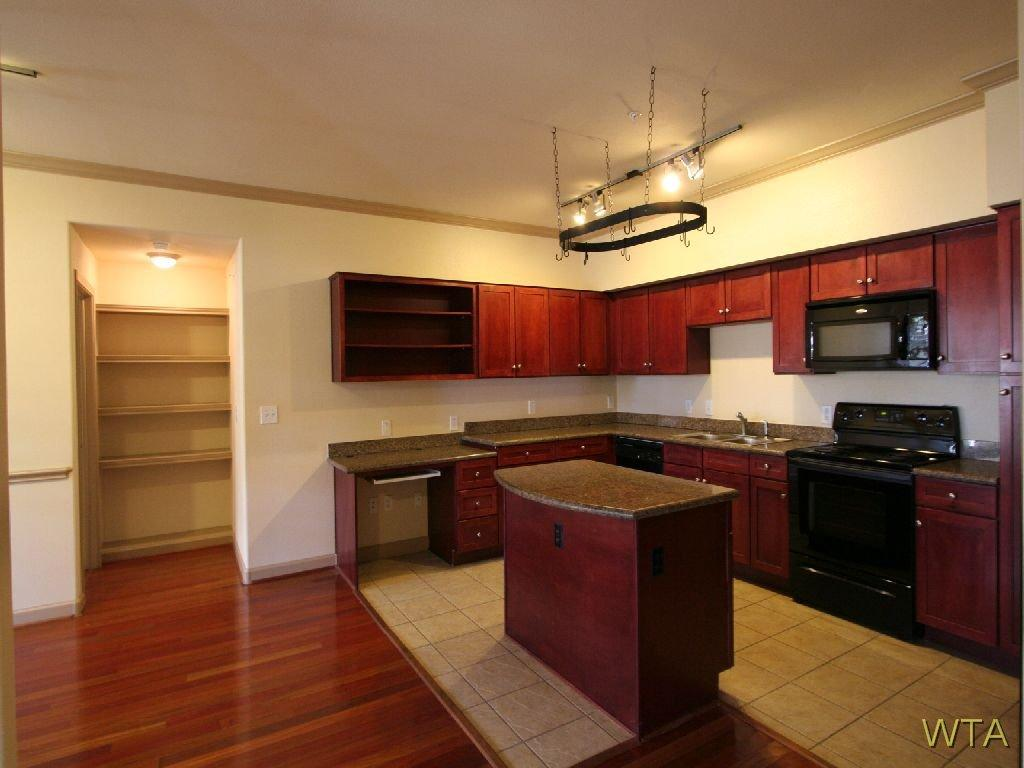 $2225 Three bedroom Apartment for rent