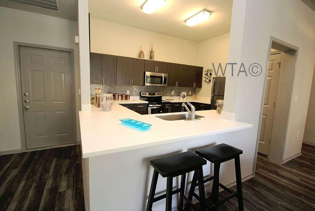 $1883 Three bedroom Apartment for rent
