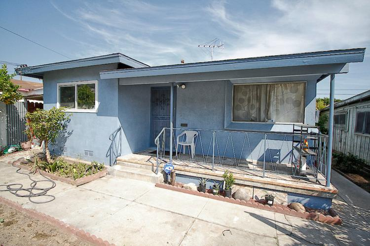 $1450 / 2br - 890sqft - Cozy 2 bed 1 bath house available for lease on Breed St! (Los Angeles)