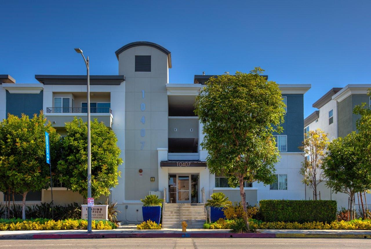 $4850 Three bedroom Apartment for rent