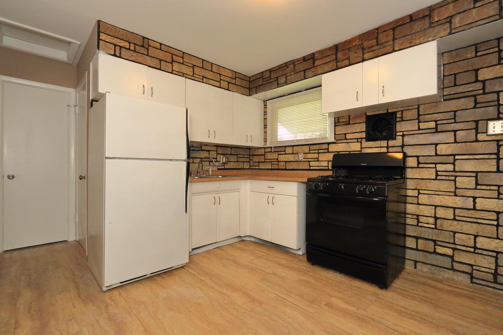 $810 Three bedroom Apartment for rent