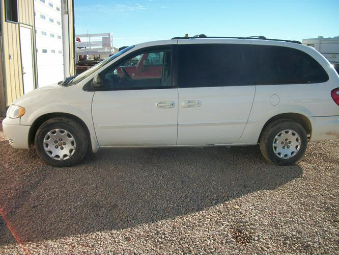 2002 White Crysler Town & Country  202K