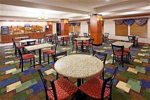 Holiday Inn Express & Suites East Lansing