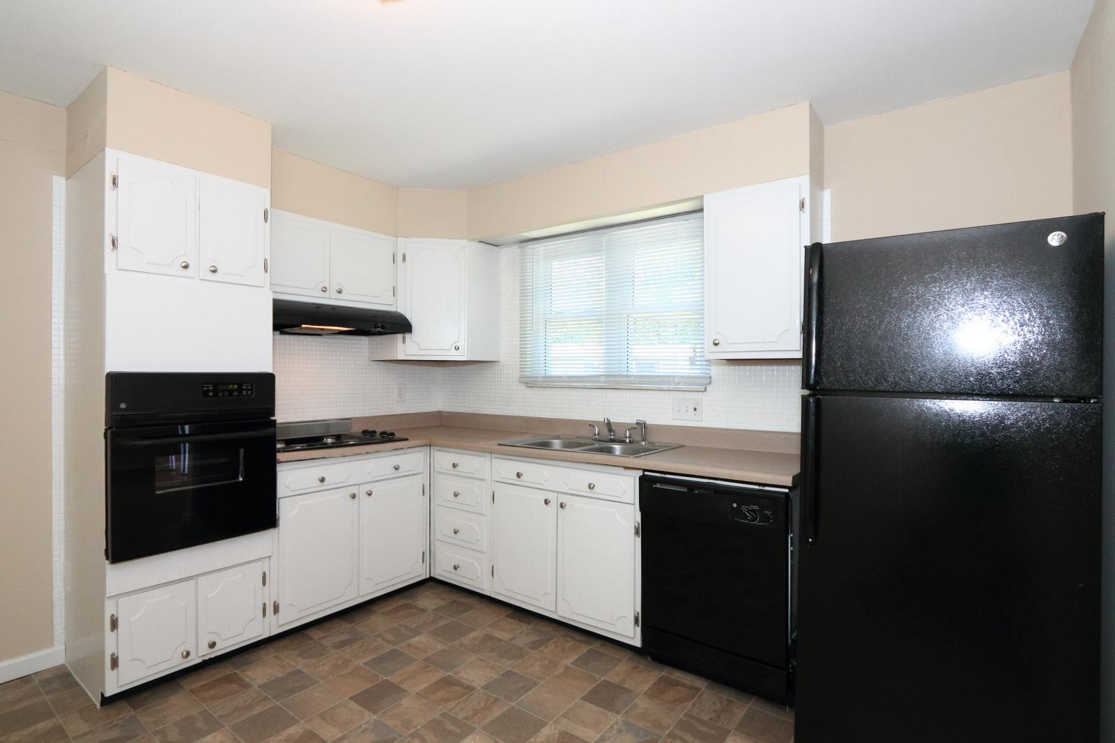 $1125 Three bedroom Apartment for rent