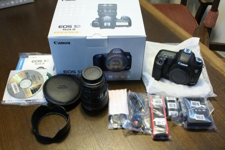 Selling brand new camera canon 5d mark iii