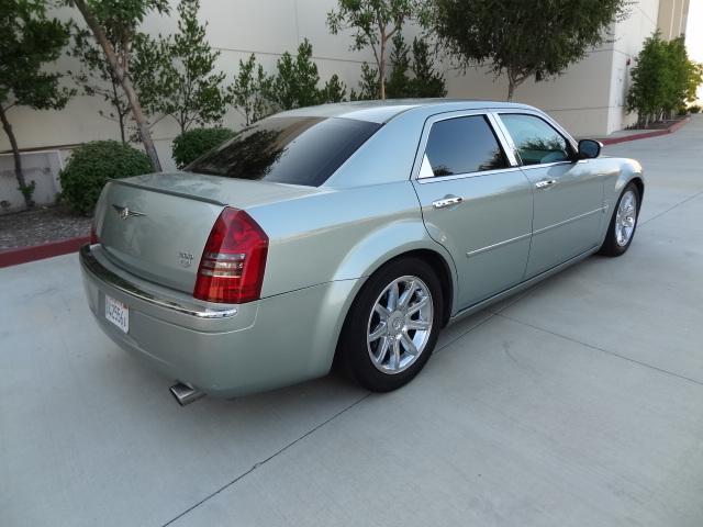 2006 Chrysler 300C - Hemi Engine - Fully Loaded - Clean Title