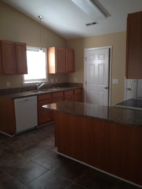 $1095 Three bedroom Apartment for rent