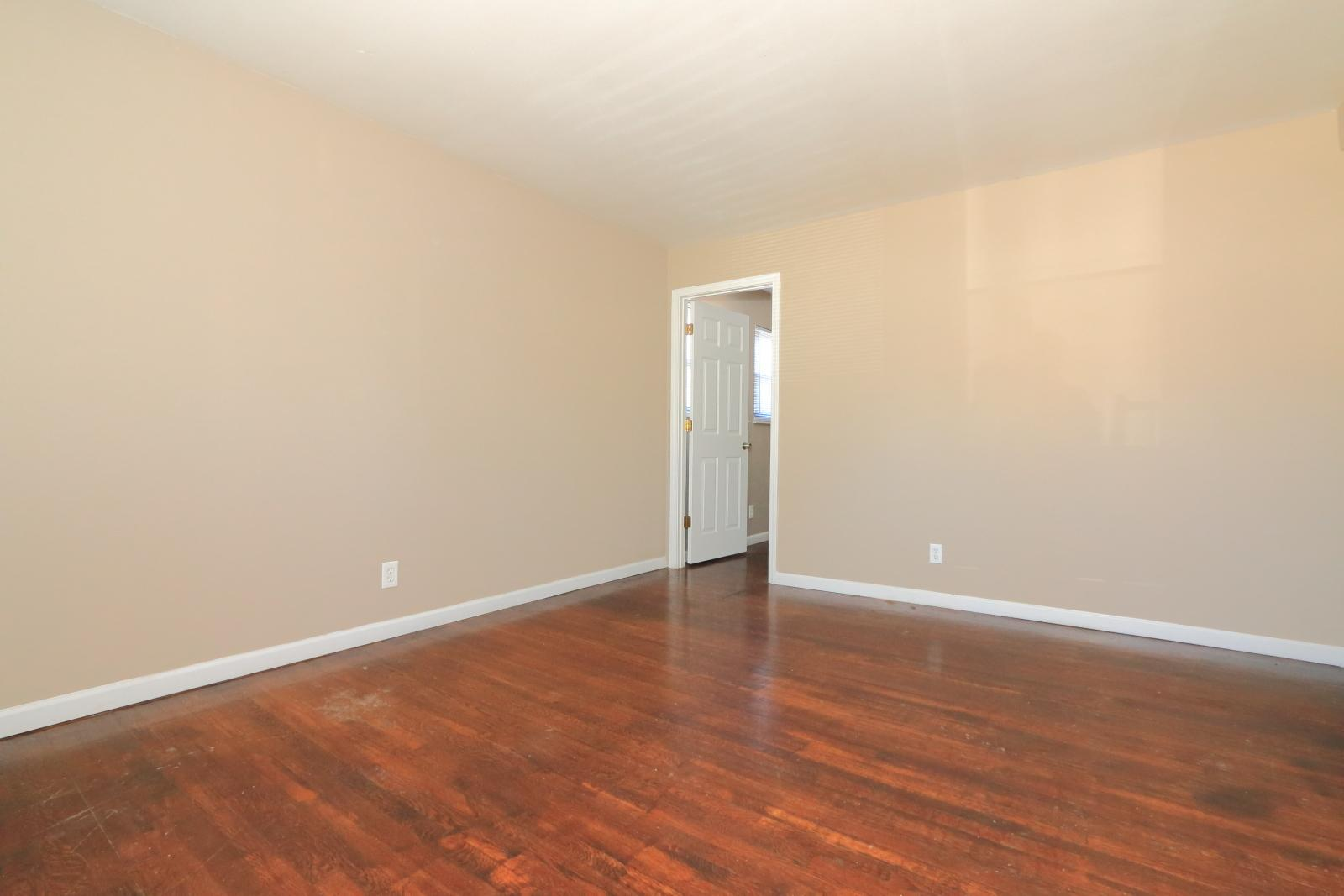 $930 Three bedroom Apartment for rent