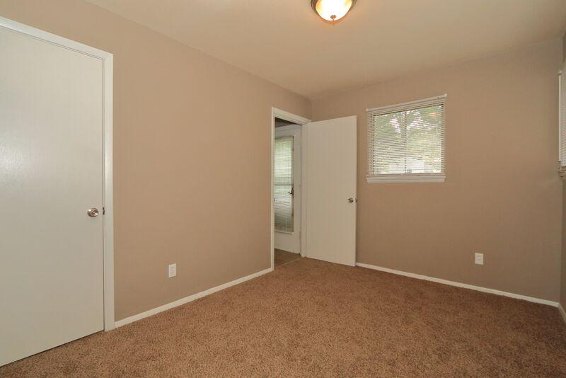 $800 Three bedroom Apartment for rent