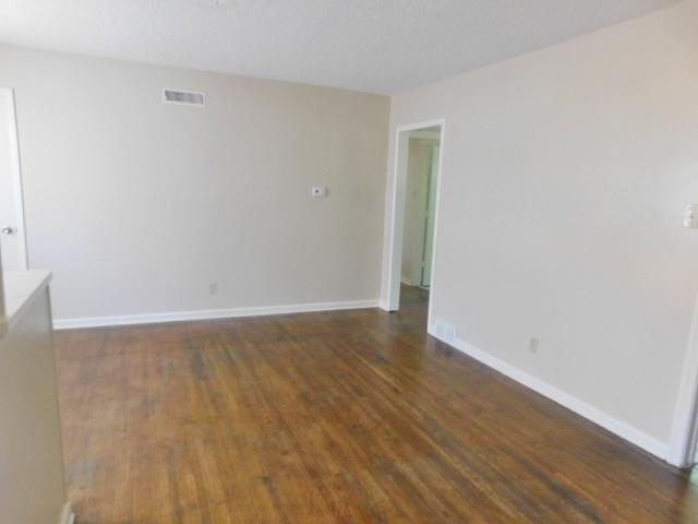 $956 Three bedroom Apartment for rent