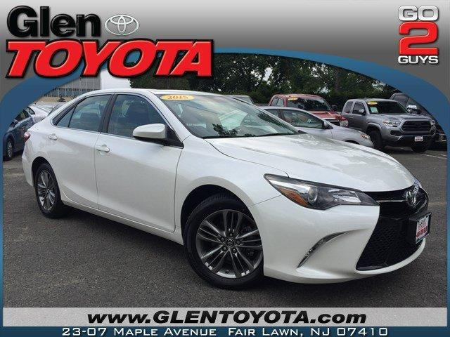 Toyota Camry SE 4-CYL w.NAV & ROOF 2015