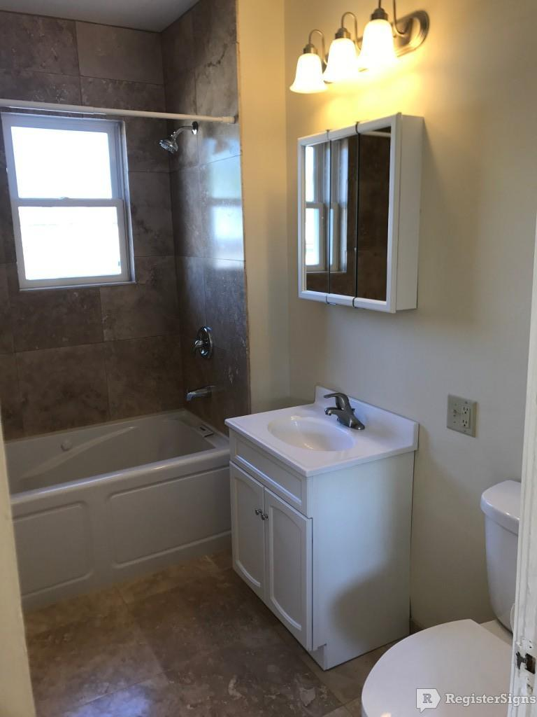 $2295 Three bedroom Apartment for rent