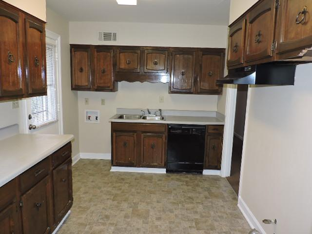 $890 Three bedroom Apartment for rent
