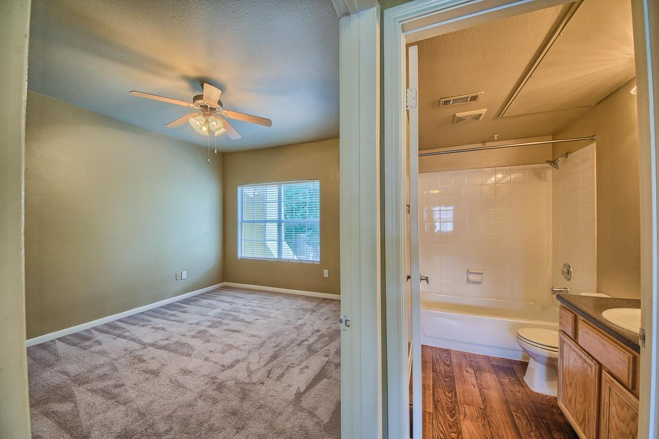 $2095 Three bedroom Apartment for rent