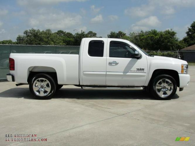 ********* 2009 CHEVY SILVERADO WHITE ************