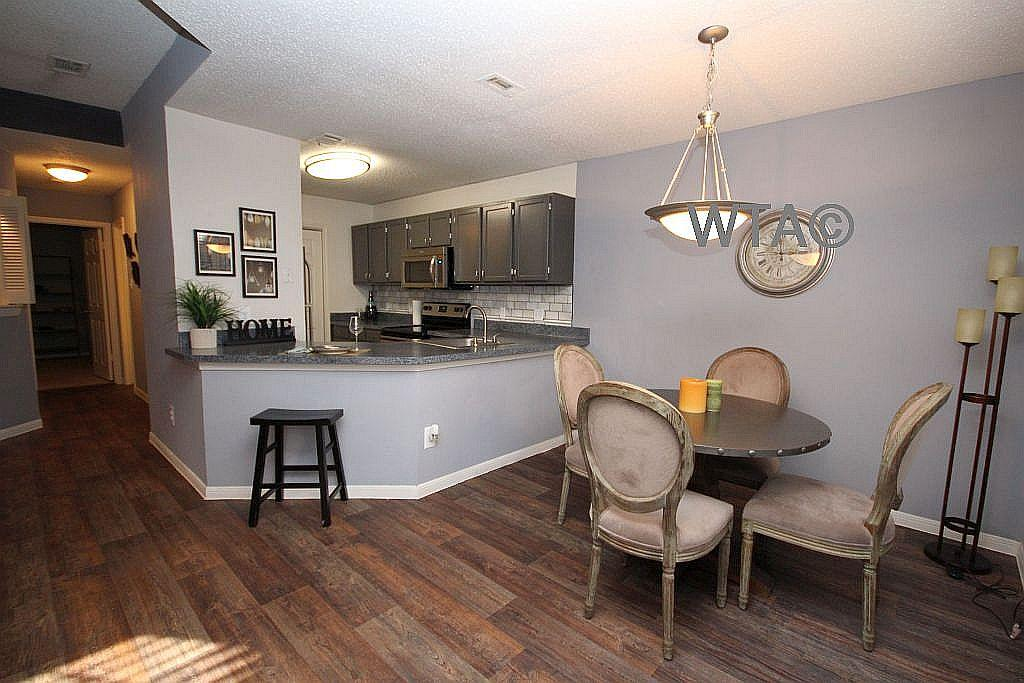 $880 One bedroom Townhouse for rent