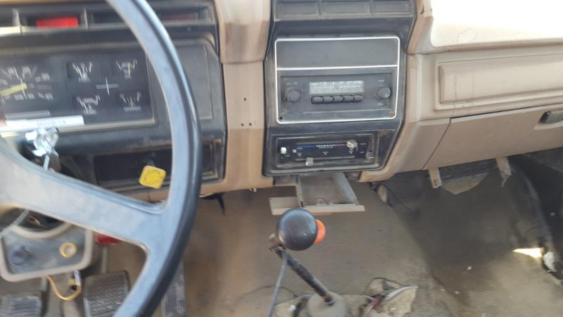1986 FORD F800 FLATBED TRUCK