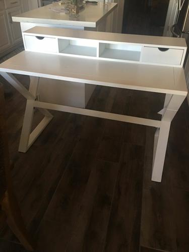 Free desk, massage table, blankets