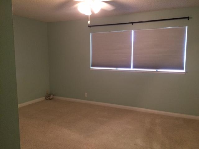 Quiet/Spacious Master Bedroom/Private Bath-Christian Home-Female Only
