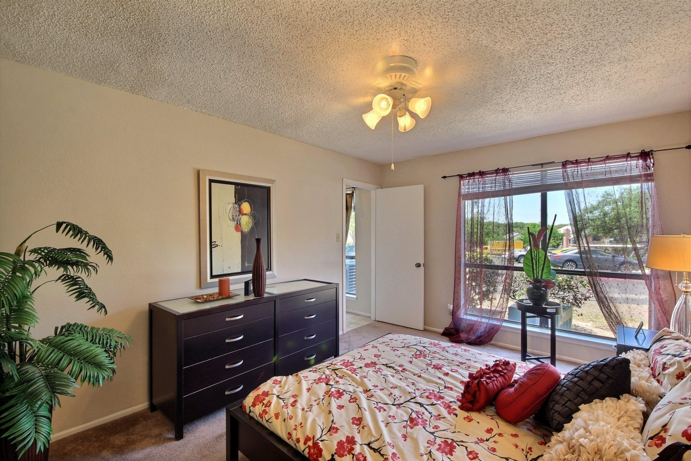 $1735 Three bedroom Apartment for rent