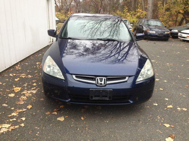 2005 Honda Accord./'\