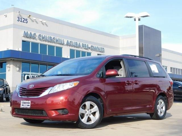 Toyota Sienna LE 2016