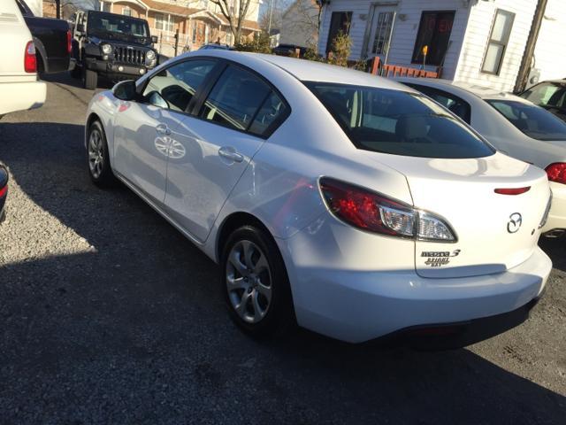 2010 Mazda Mazda3 Options: ABS Brakes (4-Wheel) Airbags