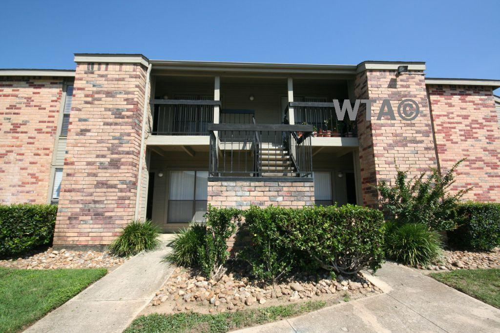 $1045 Two bedroom Townhouse for rent