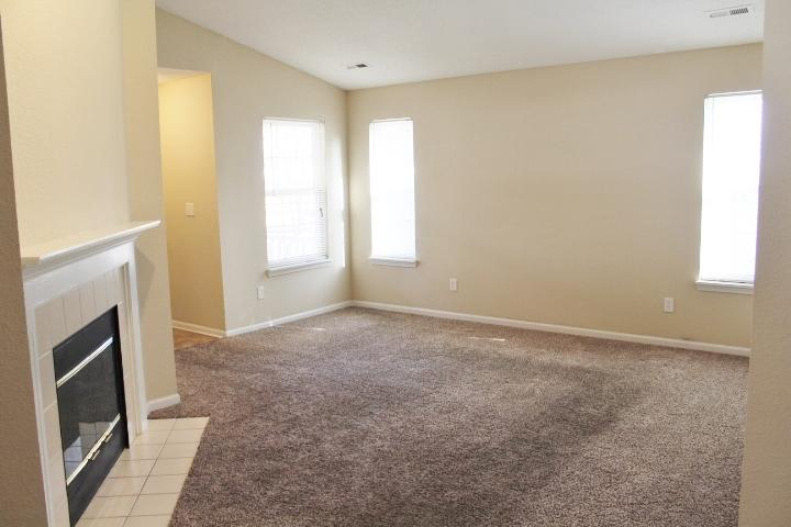 $1115 Three bedroom Apartment for rent