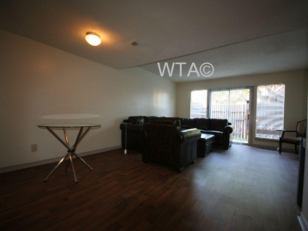$1095 Two bedroom Townhouse for rent