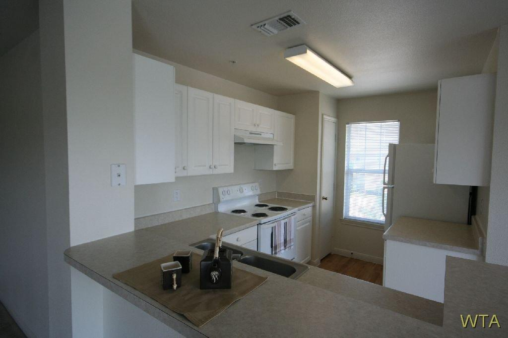 $1415 Three bedroom Apartment for rent