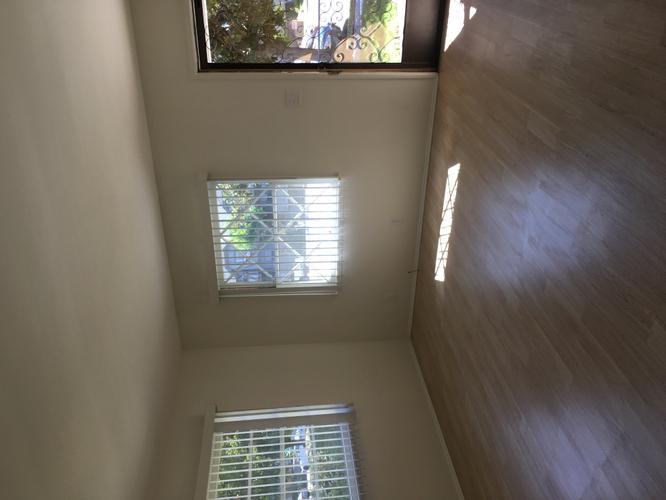LOVELY OWNERS UNIT - RARE FIND! Sherman Oaks, Only 3 units in bldg 2Bed/1Ba