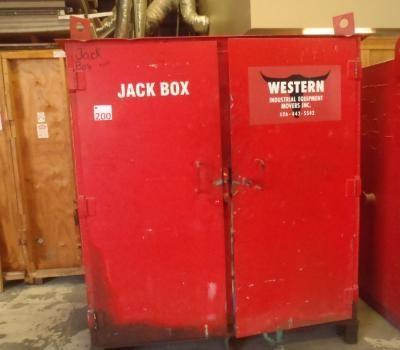 JACK BOX, INCLUDES MANIFOLD OIL, (2) 100 TON JACKS, (2) 50 TON JACKS, (2) 25 TON JACKS, HOSES, AND E