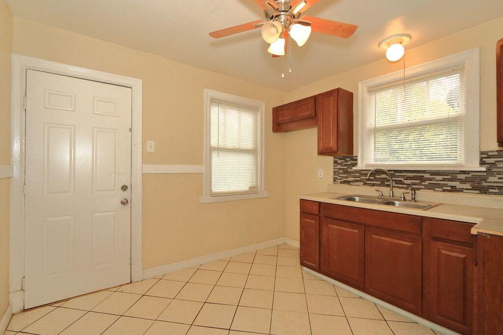 $925 Three bedroom Apartment for rent