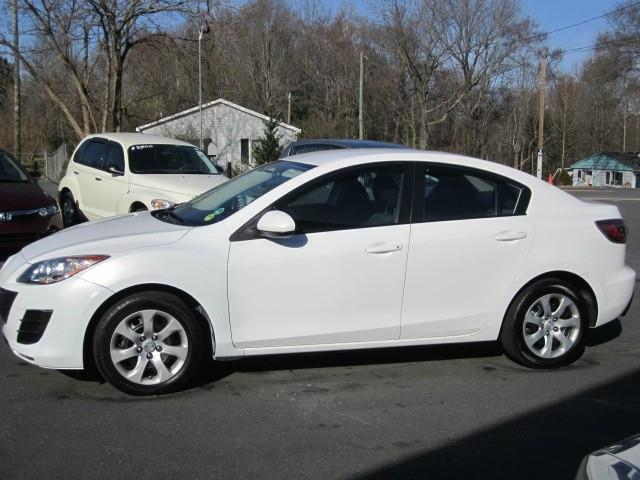 2010 Mazda Mazda3 i EXTRA SHARP MAZDA MAZDA3! **LOW MILES** FUN TO DRIVE & GREAT GAS MILEAGE TOO.
