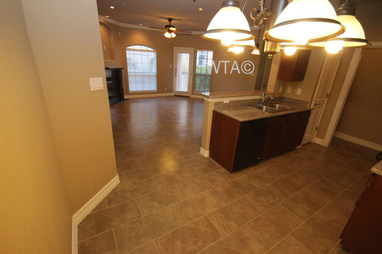 $1405 Three bedroom Apartment for rent