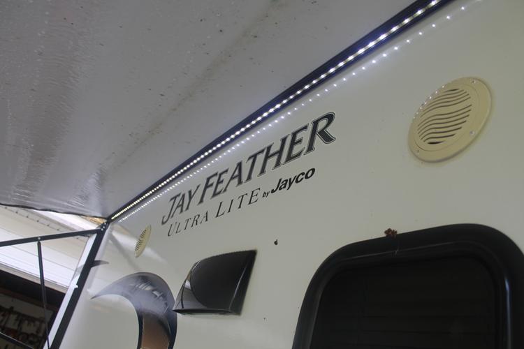 Jayco x18d hybrid travel trailer