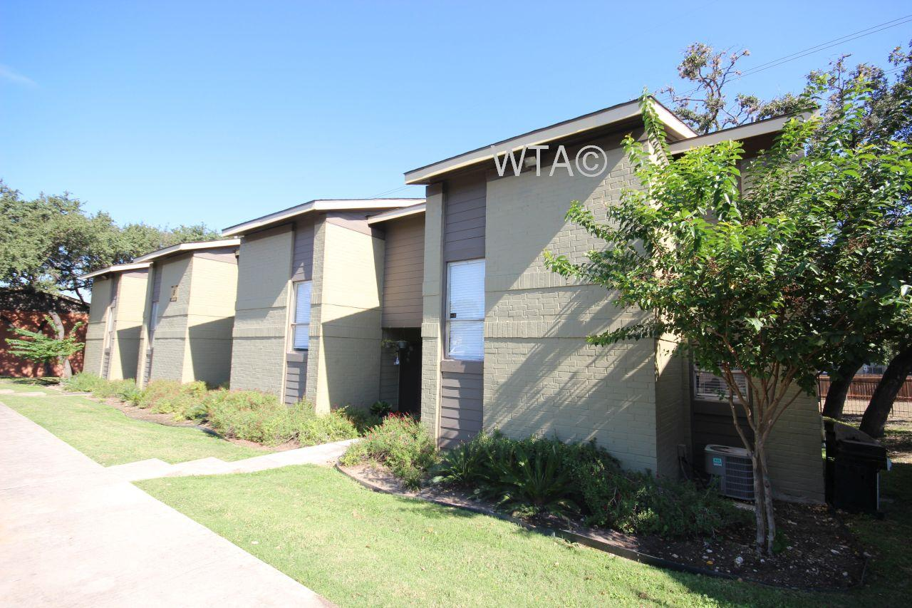 $900 Two bedroom Townhouse for rent