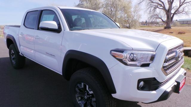 Toyota Tacoma TRD Off Road Double Cab 5' Bed V6 4 2017