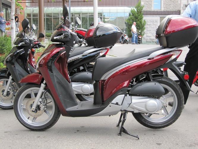 2010 Honda SH 150i scooter