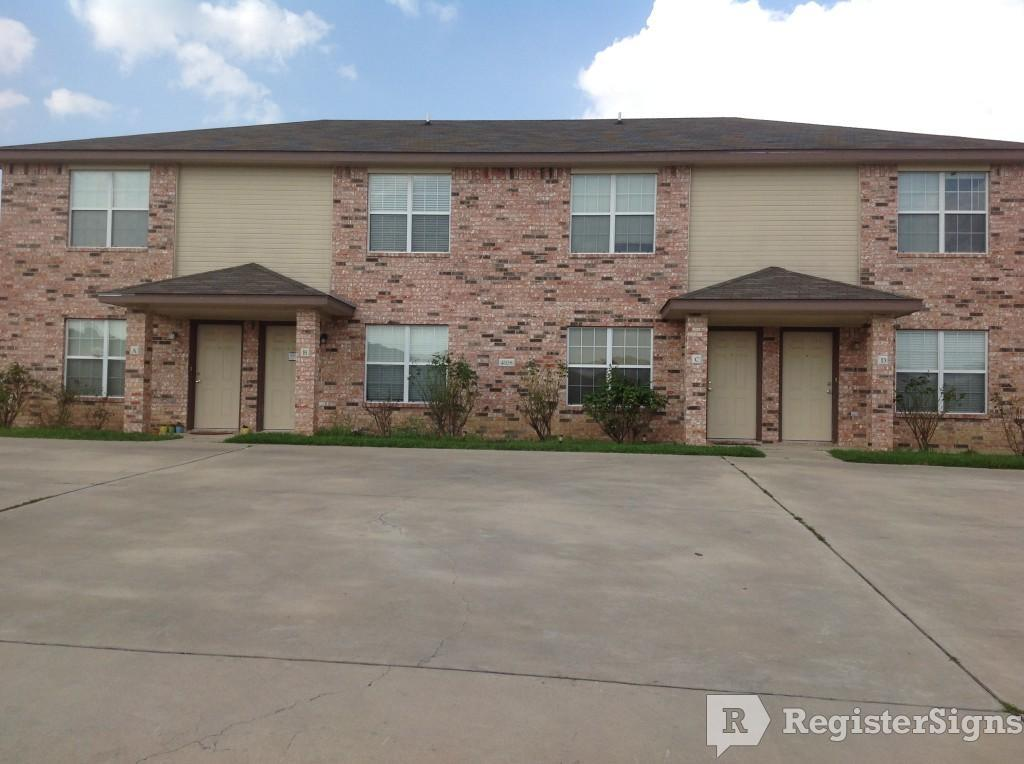 $750 Three bedroom Townhouse for rent
